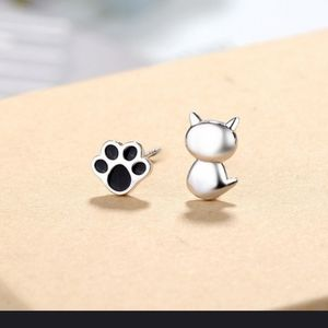 🐾🐱Cute 925 Sterling Silver Cat and Paw earrings